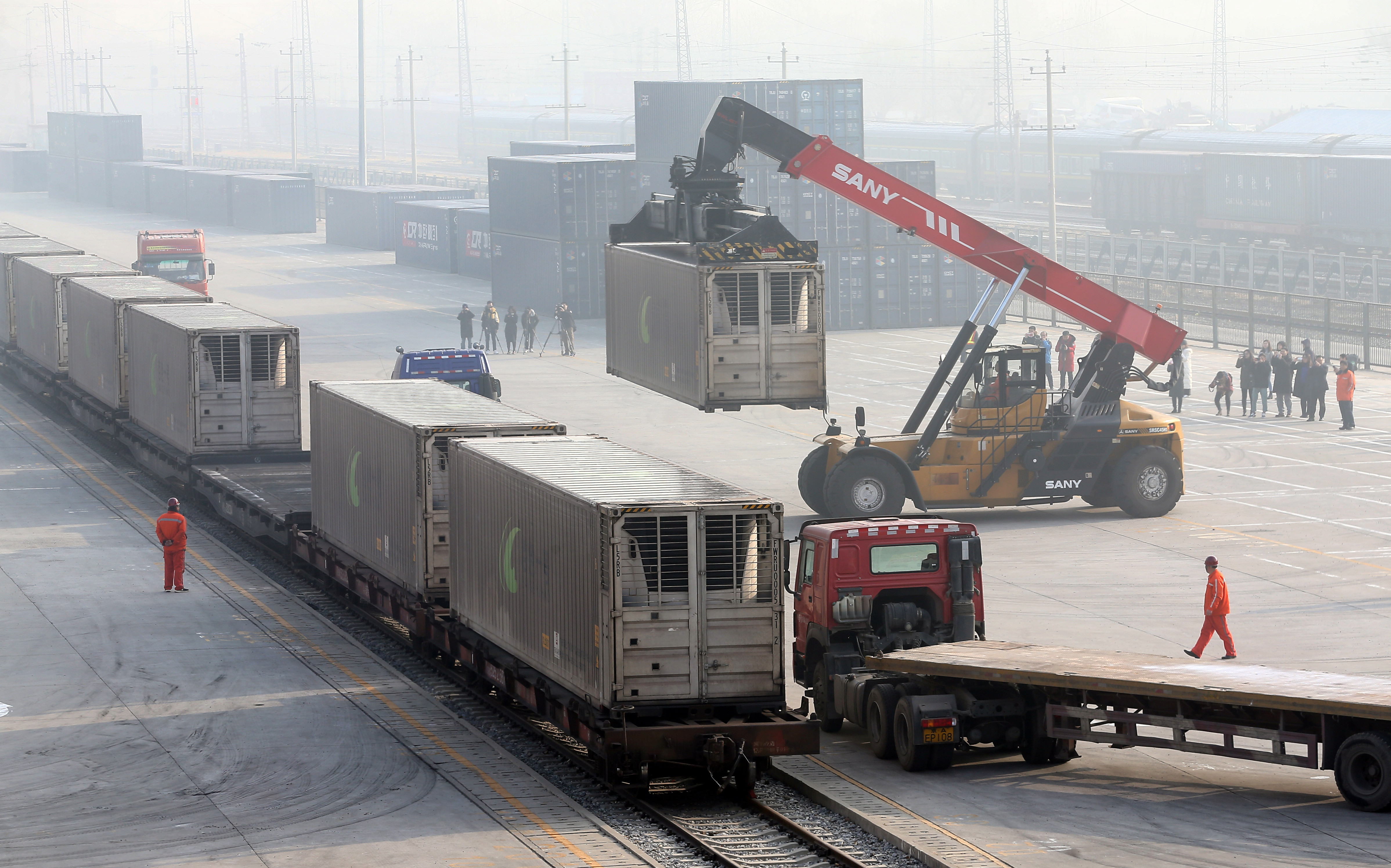 Workers unload containers from a train at Dahongmen Railway Station in Beijing, China January 14, 2019. Picture taken January 14, 2019. China Daily via REUTERS   ATTENTION EDITORS - THIS IMAGE WAS PROVIDED BY A THIRD PARTY. CHINA OUT. NO COMMERCIAL OR EDITORIAL SALES IN CHINA. - RC1938C2F620