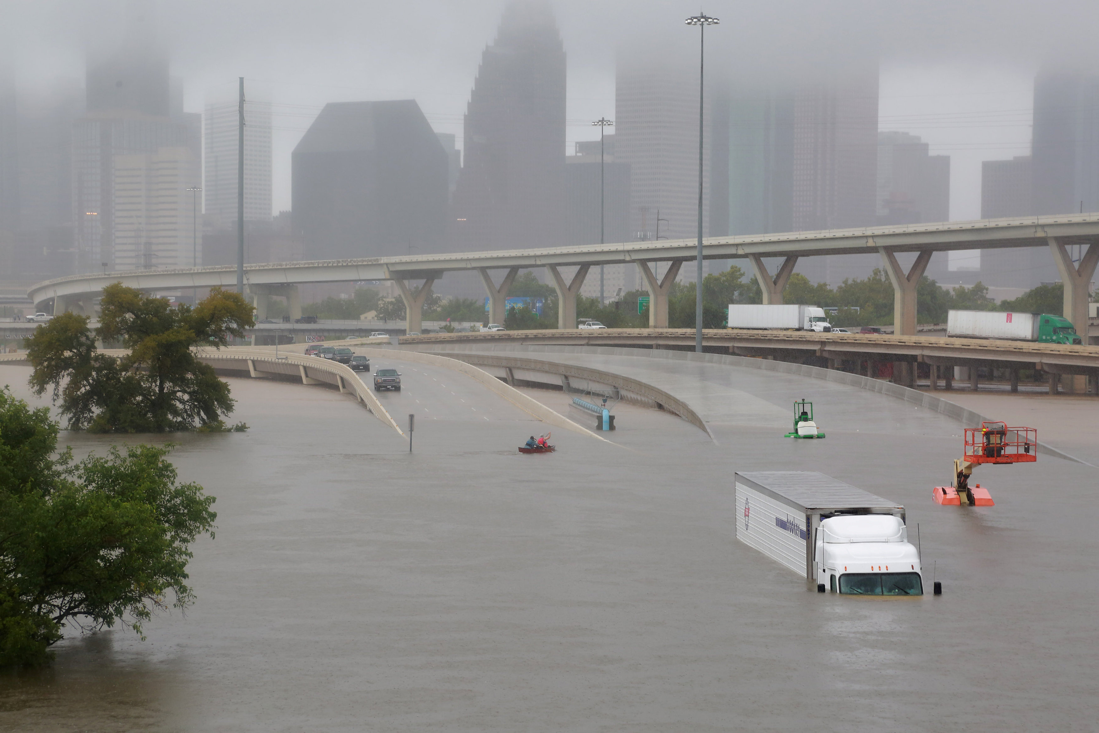 Interstate highway 45 is submerged from the effects of Hurricane Harvey seen during widespread flooding in Houston, Texas, U.S. August 27, 2017. REUTERS/Richard Carson     TPX IMAGES OF THE DAY - RC1BA1656450