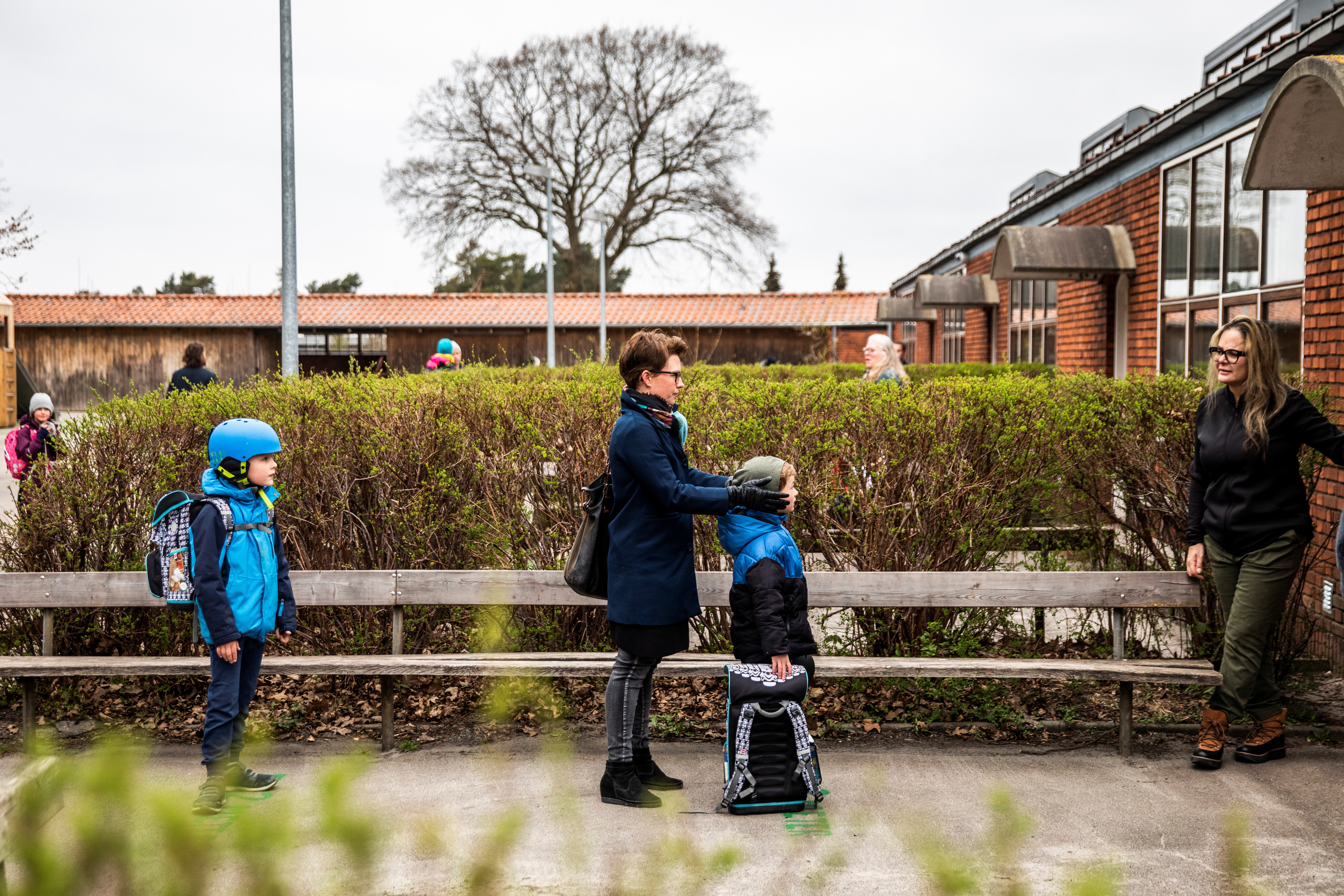Parents with their children stand in a queue waiting to get inside Stengaard School following the coronavirus disease (COVID-19) outbreak north of Copenhagen, Denemark, April 15, 2020. Ritzau Scanpix/Bo Amstrup/via REUTERS ATTENTION EDITORS - THIS IMAGE WAS PROVIDED BY A THIRD PARTY. DENMARK OUT. NO COMMERCIAL OR EDITORIAL SALES IN DENMARK. - RC2Y4G9RKE0S