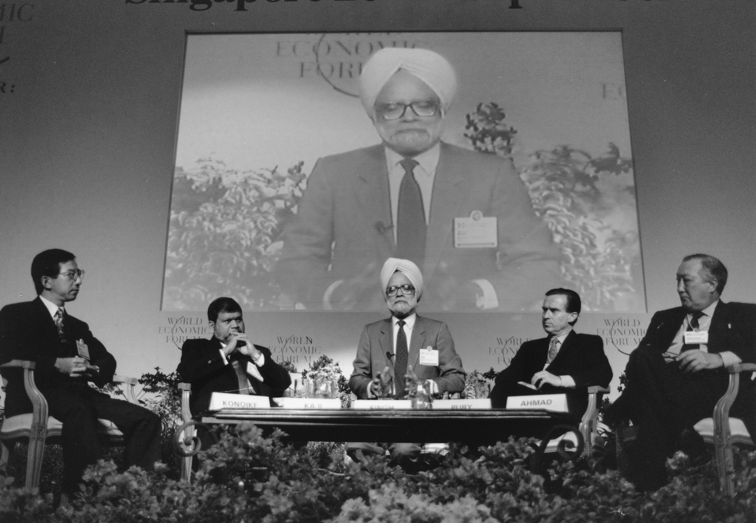 Manmohan Singh, Chairman of the Parliamentary Committee on Commerce, India, speaking with other panellists