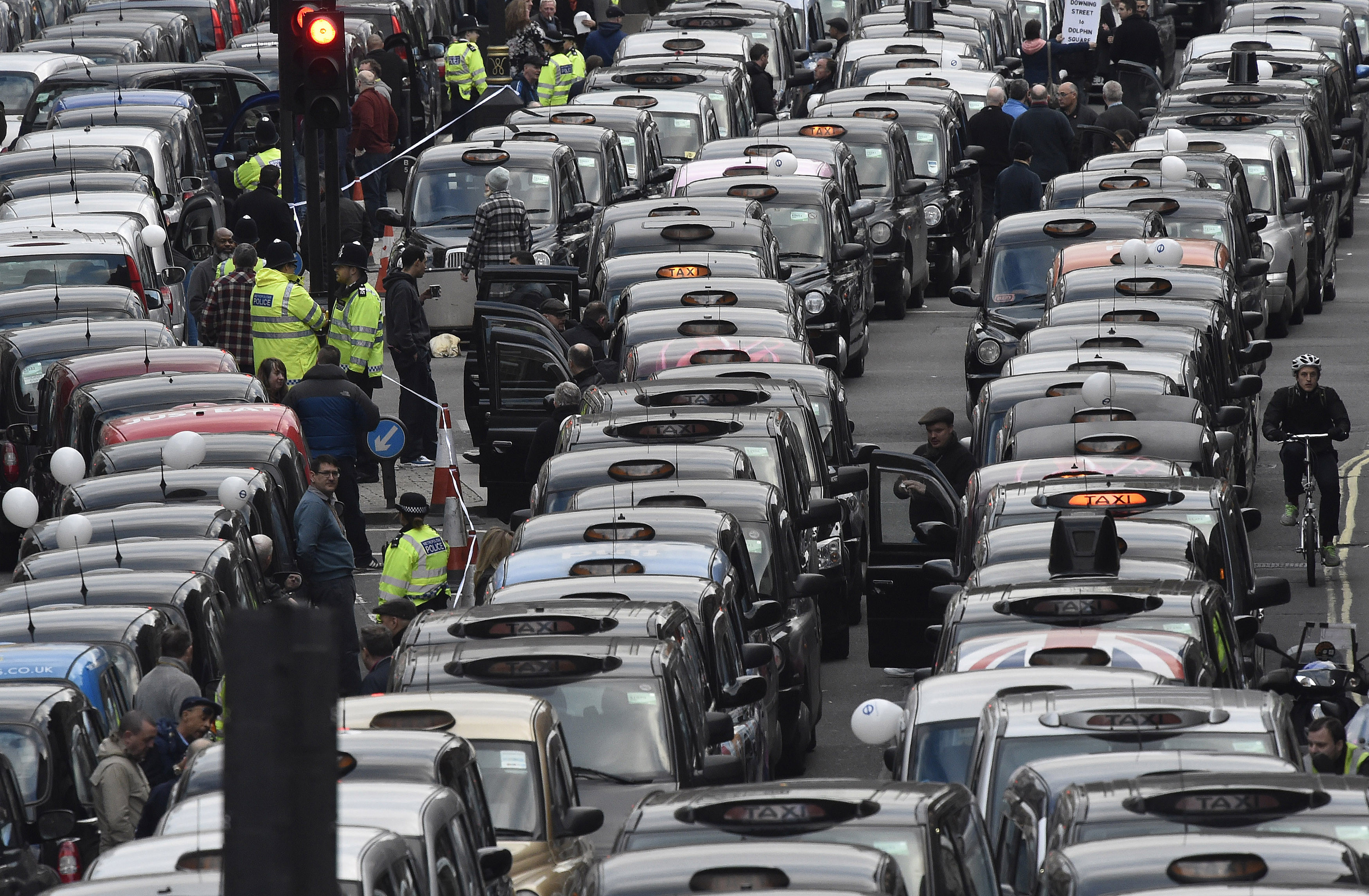 London cab drivers protest against Uber in central London, Britain February 10, 2016. REUTERS/Toby Melville/File Photo - RTSNHSD