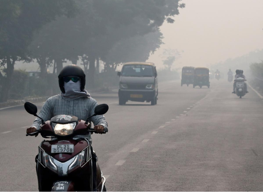 People commute on a smoggy morning in New Delhi, India, November 5, 2018.