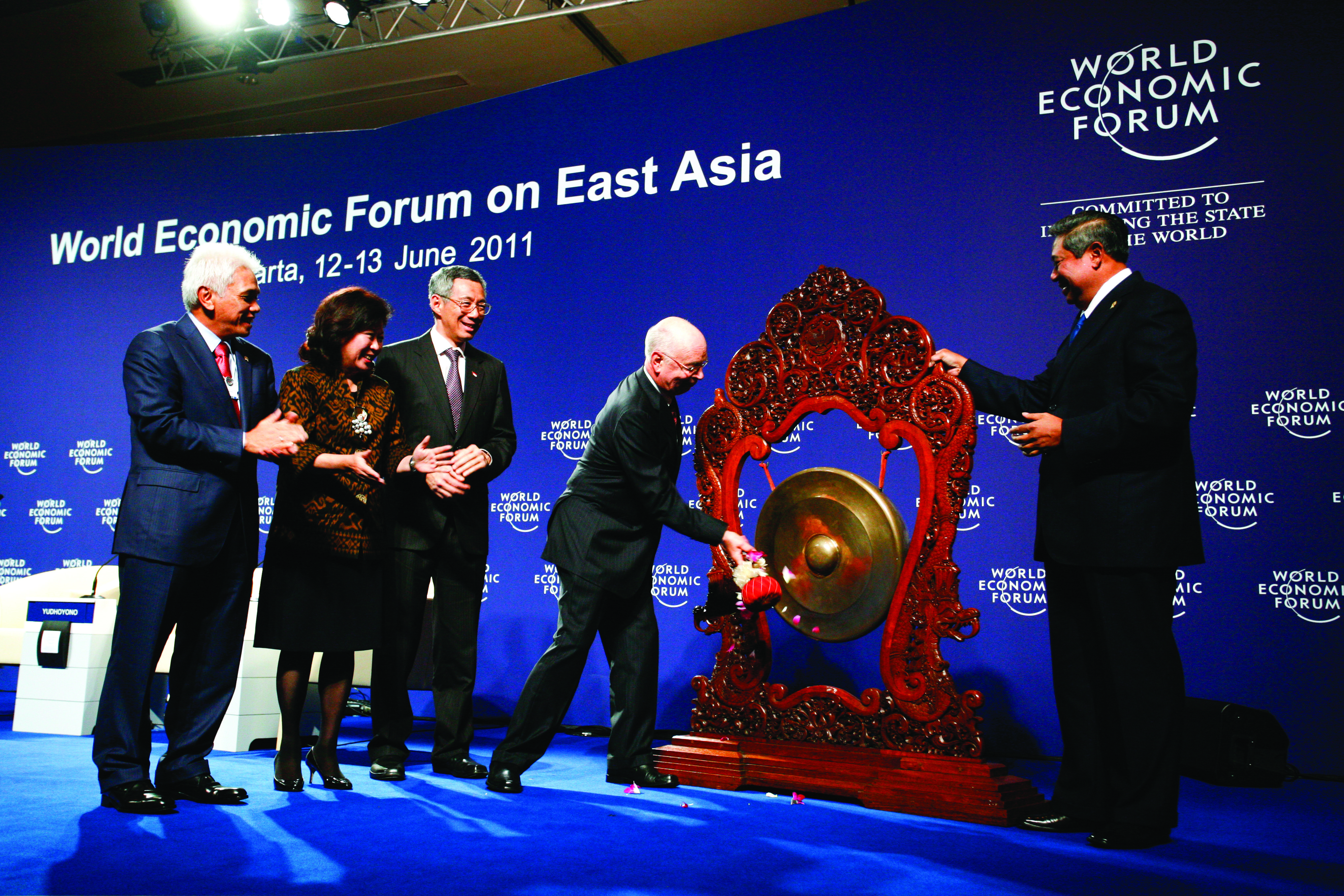 Klaus Schwab, Executive Chairman of the World Economic Forum signals the opening of the Meeting in a traditional gong ceremony