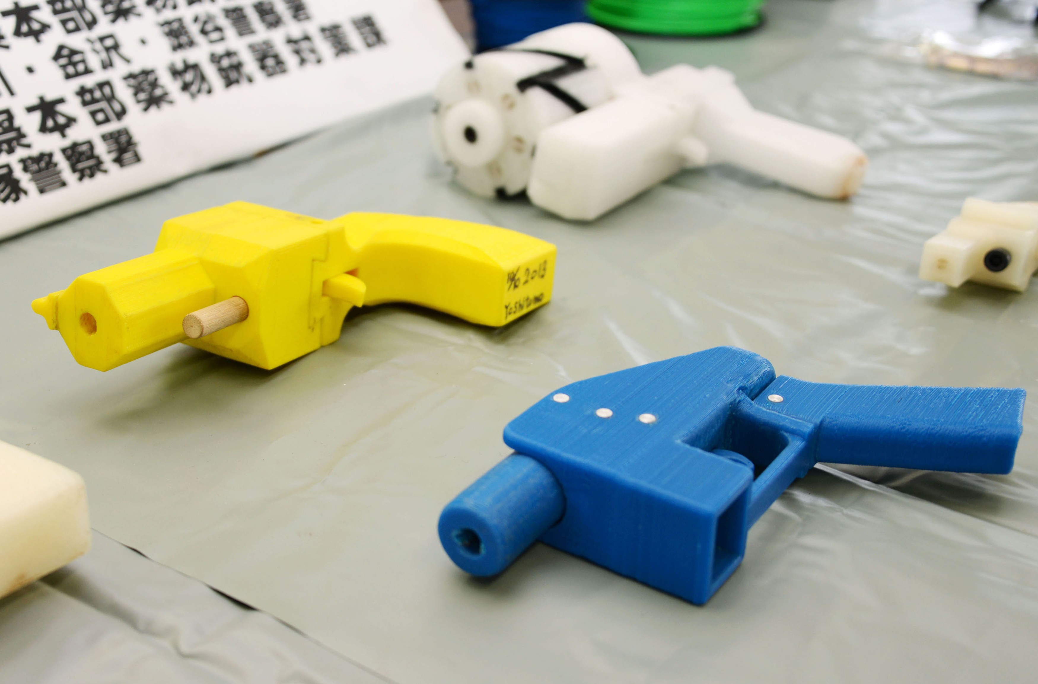 Seized plastic handguns which were created using 3D printing technology are displayed at Kanagawa police station in Yokohama, south of Tokyo, in this photo taken by Kyodo May 8, 2014. Yoshimoto Imura became the first man to be arrested in Japan for illegal possession of two guns he created himself using 3D printing technology, Japanese media said on Thursday. The 27-year-old, a college employee in the city of Kawasaki, was arrested after police found video online posted by Imura claiming to have produced his own guns. Gun possession is strictly regulated in Japan. Police raided Imura's home and found five guns, two of which could fire real bullets, Japanese media said. Mandatory credit REUTERS/Kyodo (JAPAN - Tags: CRIME LAW SCIENCE TECHNOLOGY TPX IMAGES OF THE DAY) ATTENTION EDITORS - THIS IMAGE HAS BEEN SUPPLIED BY A THIRD PARTY. FOR EDITORIAL USE ONLY. NOT FOR SALE FOR MARKETING OR ADVERTISING CAMPAIGNS. MANDATORY CREDIT. JAPAN OUT. NO COMMERCIAL OR EDITORIAL SALES IN JAPAN. THIS PICTURE IS DISTRIBUTED EXACTLY AS RECEIVED BY REUTERS, AS A SERVICE TO CLIENTS - RTR3OA4Z