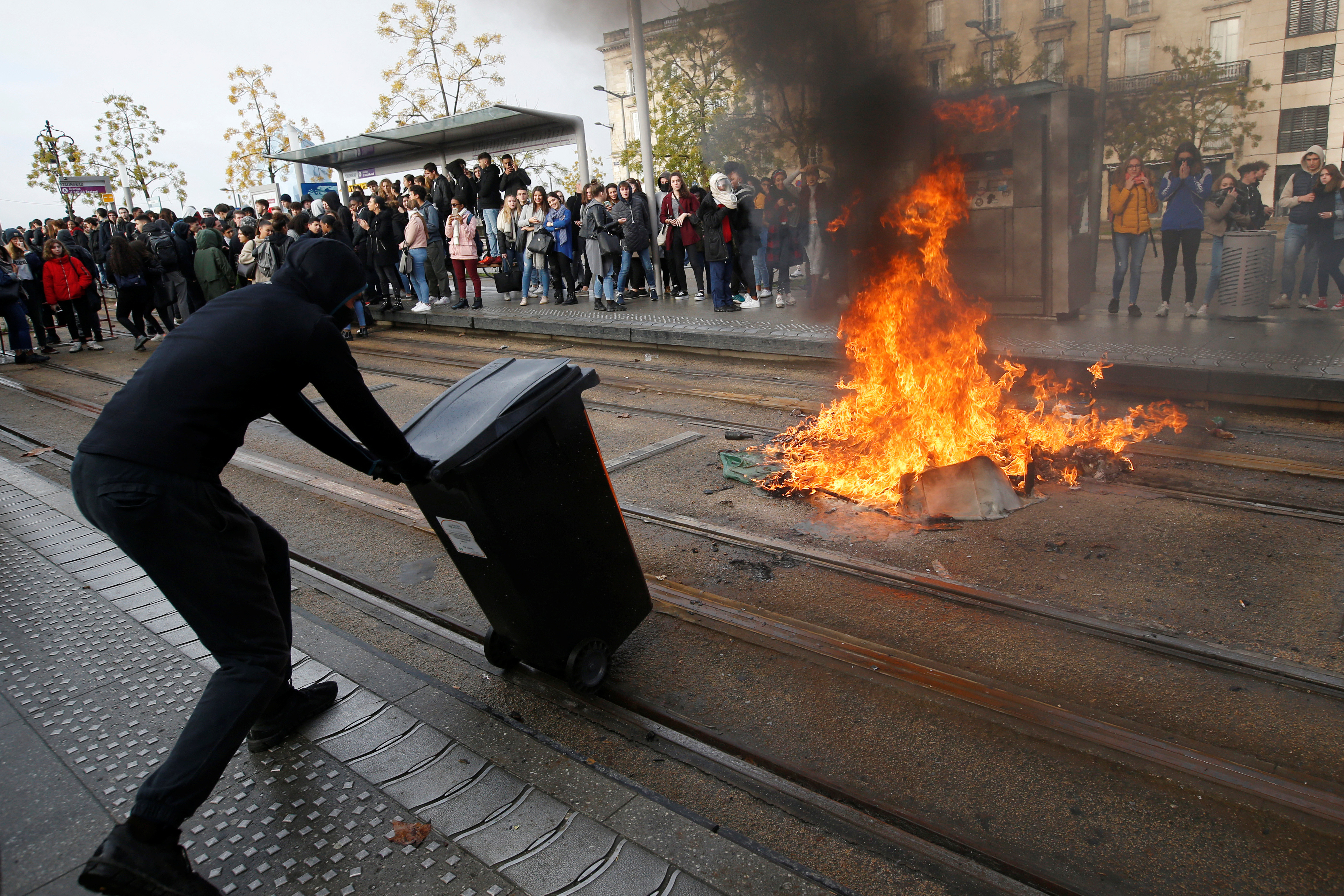 Youths and high school students burn a trash container during a protest against the French government's reform plan, in Bordeaux, France, December 6, 2018. REUTERS/Regis Duvignau - RC1E281B54E0