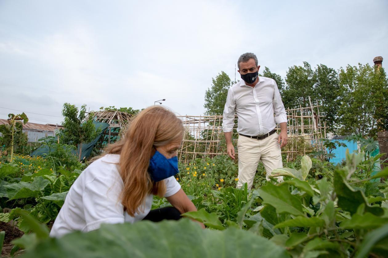 Mayor Pablo Javkin with Marta Queñas in a Vegetable Garden Park.