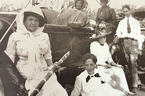 Liliʻuokalani with hanai son and group of four women