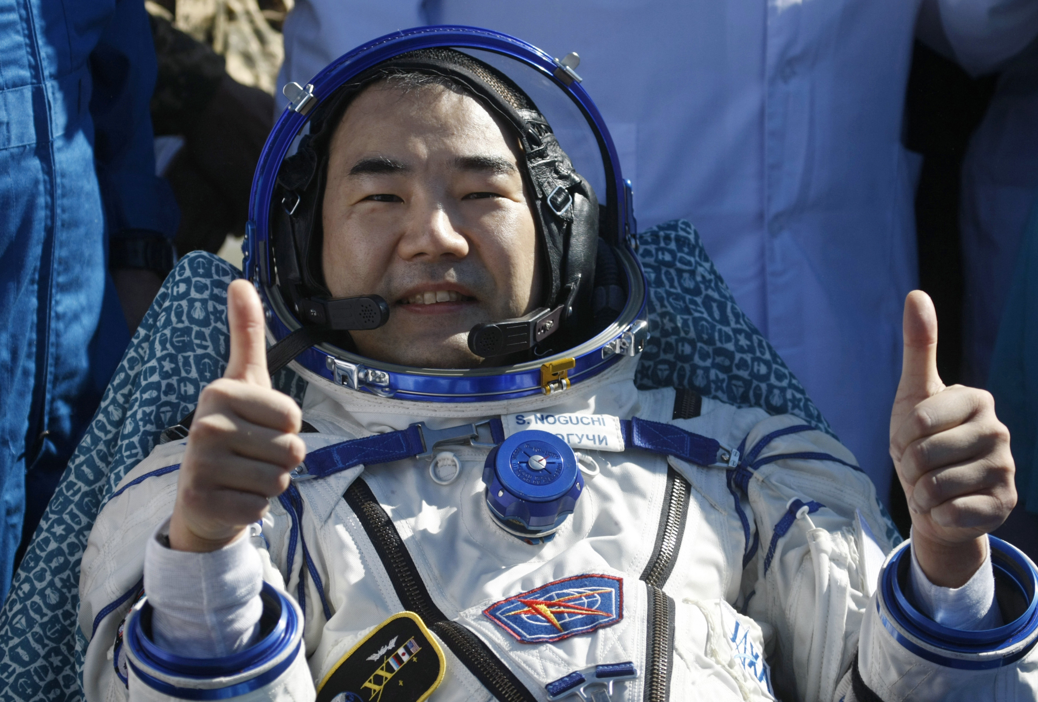 Japan Aerospace Exploration Agency astronaut Soichi Noguchi gives a thumbs-up minutes after the landing near the town of Zhezkazgan June 2, 2010. Noguchi, Commander Oleg Kotov of Russia (not pictured) and U.S. astronaut Timothy J. Creamer (not pictured),who make up Russian Expedition 23 and are commanded by Kotov, left Earth in December of last year for the $100 billion, 16-nation International Space Station (ISS). REUTERS/Pool/Mikhail Metzel (KAZAKHSTAN - Tags: SCI TECH) - RTR2ENIW