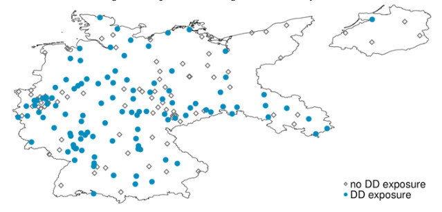 Note: This map of Germany shows the geographical distribution of cities with either positive or zero Danat/Dresdner exposure. Blue dots indicate cities with DD exposure, grey diamonds those with no DD exposure.
