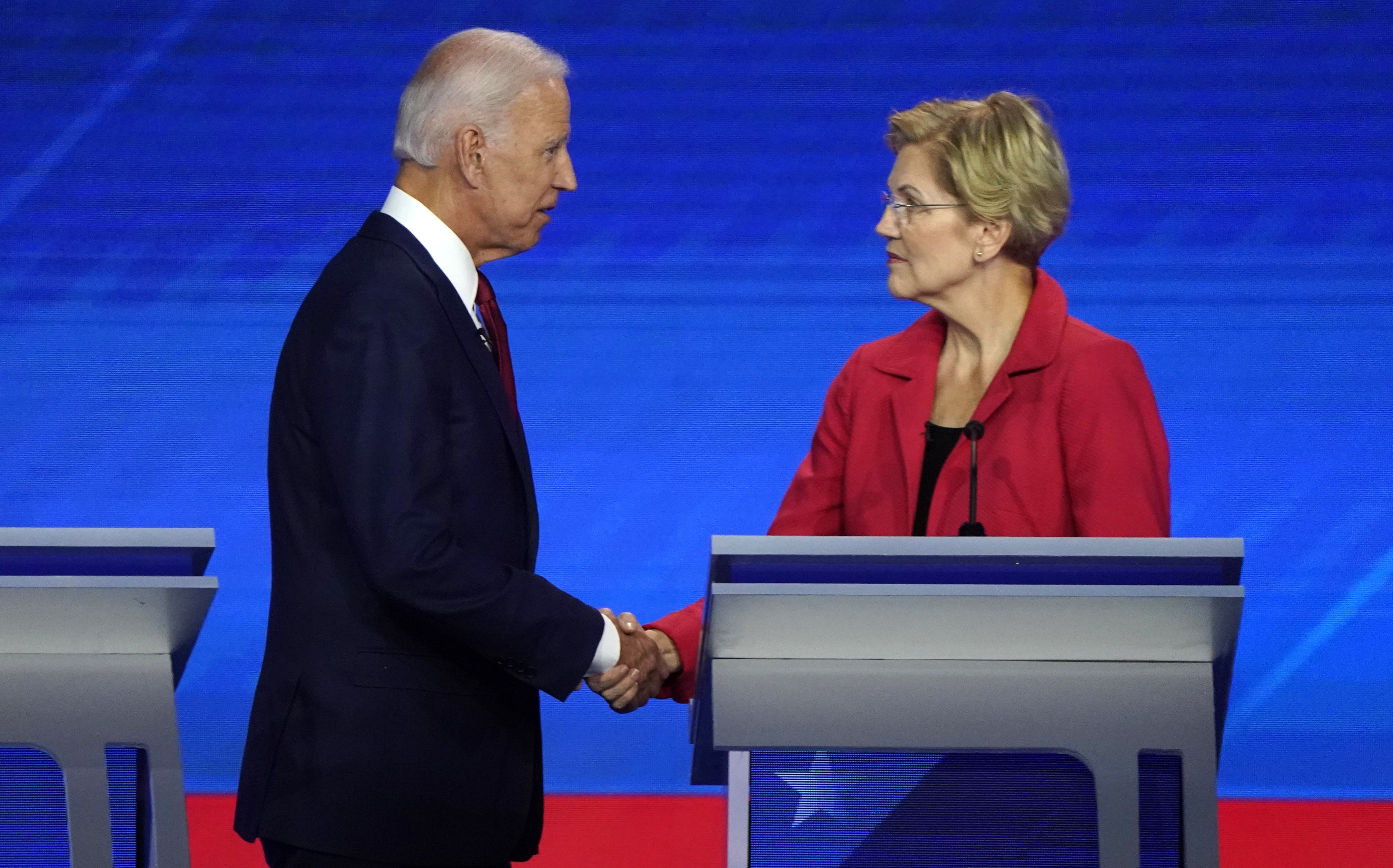 Former Vice President Joe Biden shake hands with Senator Elizabeth Warren at the conclusion of the 2020 Democratic U.S. presidential debate in Houston, Texas, U.S., September 12, 2019. REUTERS/Mike Blake - HP1EF9D087563