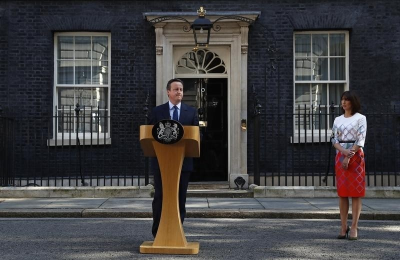 David Cameron speaks after Britain voted to leave the European Union, as his wife Samantha watches outside Number 10 Downing Street in London, Britain June 24, 2016. REUTERS/Stefan Wermuth