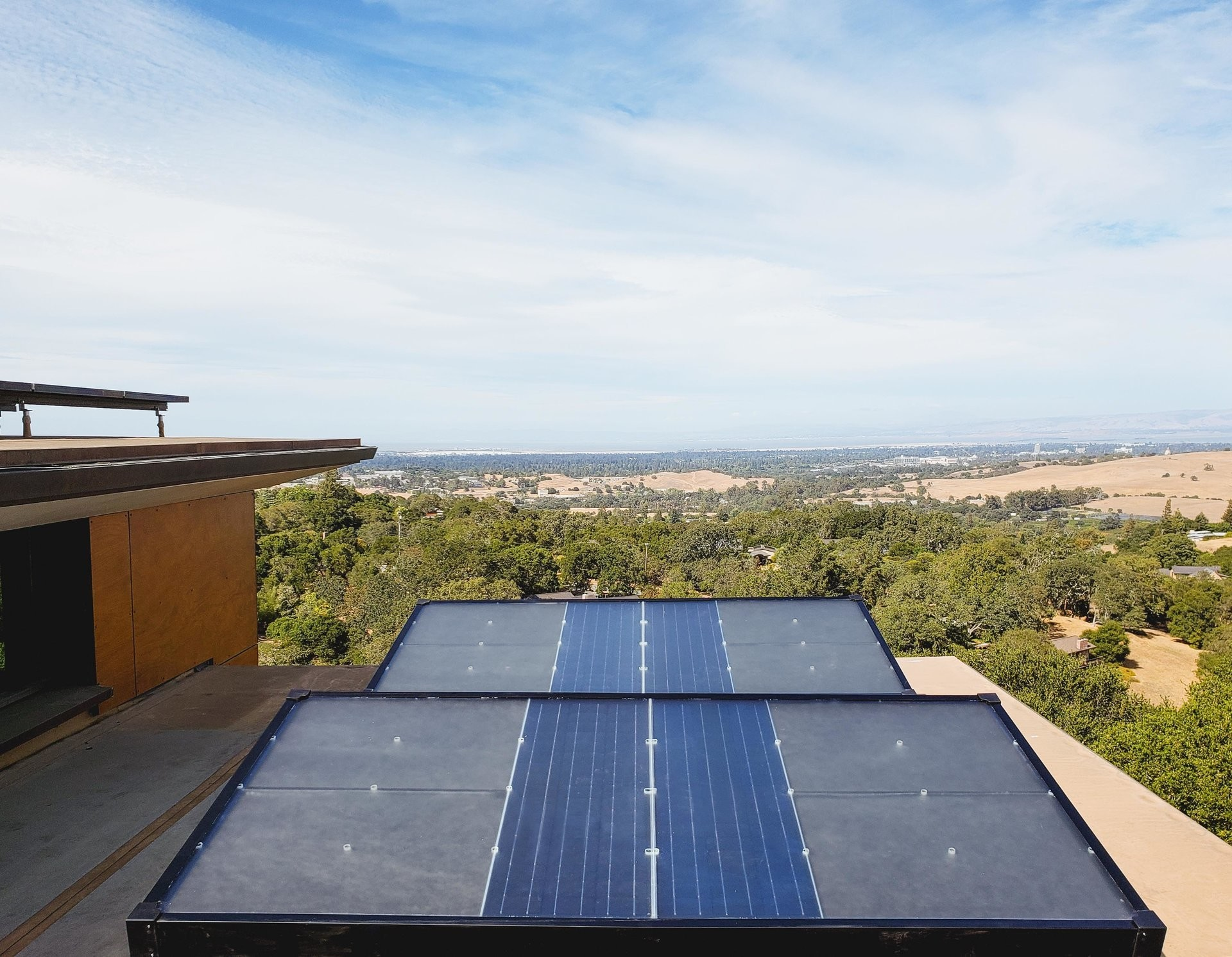 weforum.org - These solar panels pull clean drinking water from the air
