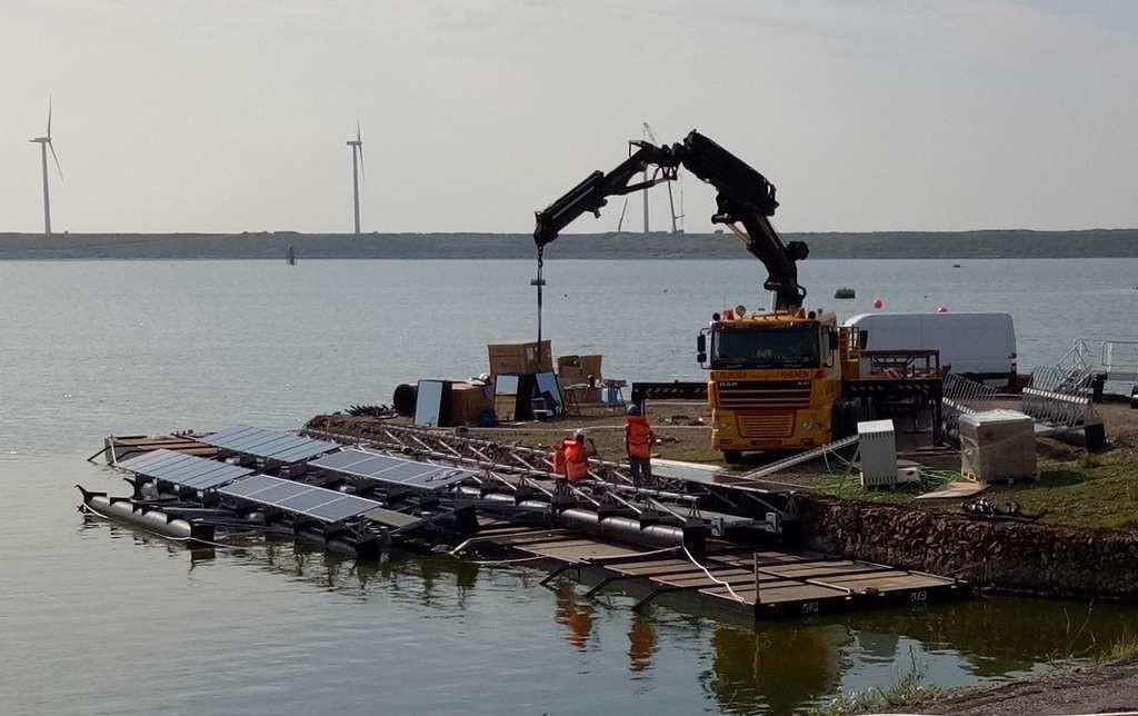 Les îlots de 150 mètres de diamètre sont assemblés à terre et mis à l'eau une fois terminés.