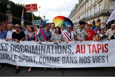 Paris Mayor, Anne Hidalgo (centre), at the 2018 Pride parade.