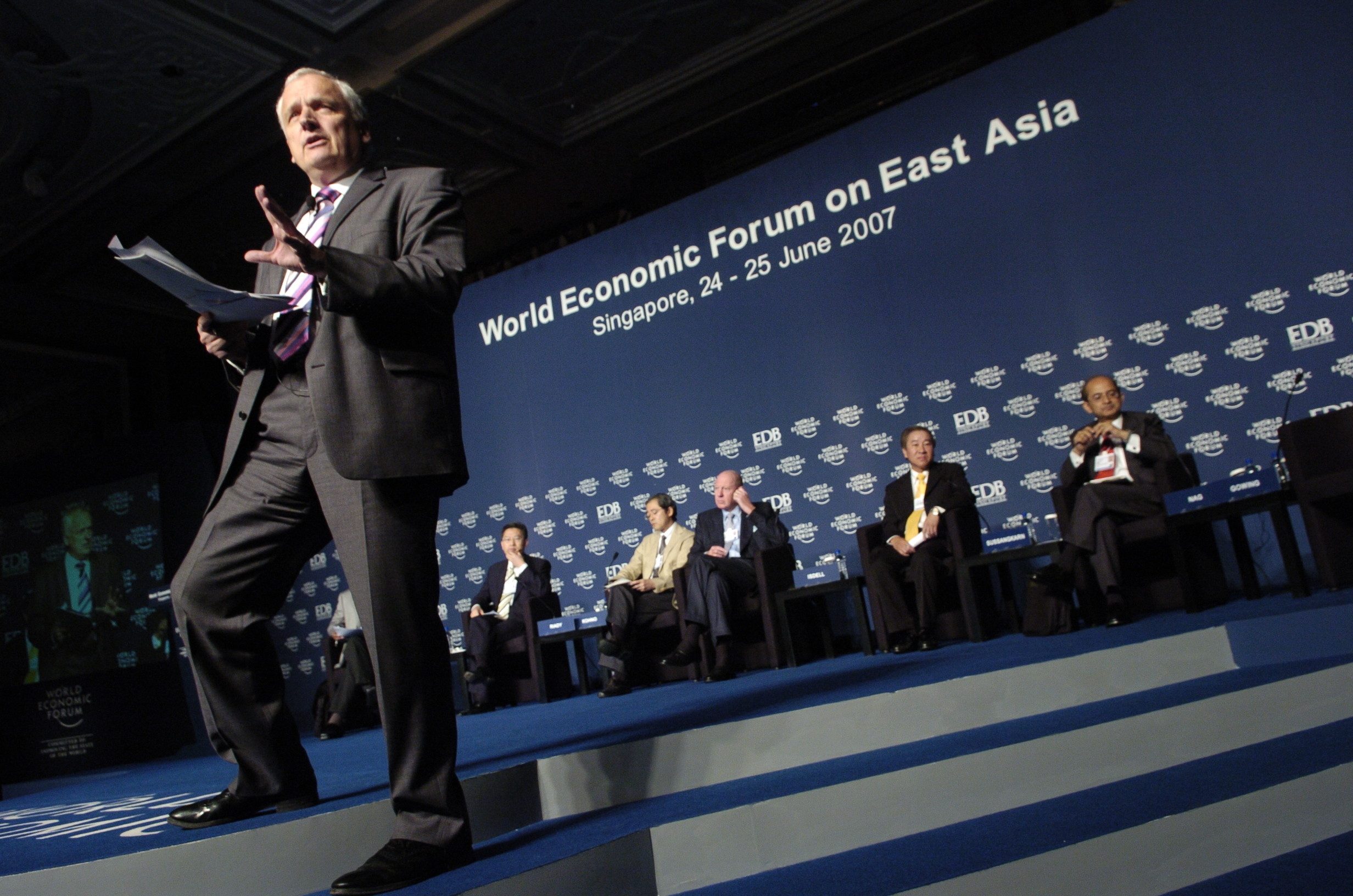 """Nik Gowing, Presenter, BBC News, in front of panellists at the session, """"Global Risks: Managing Threats to Asia's Prosperity"""""""