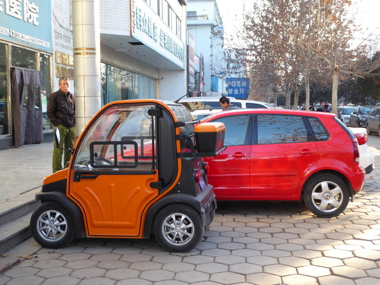 Low speed compact electric vehicles