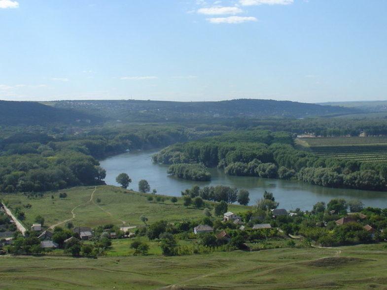 Vue sur la rivière Dniestr en Moldavie.