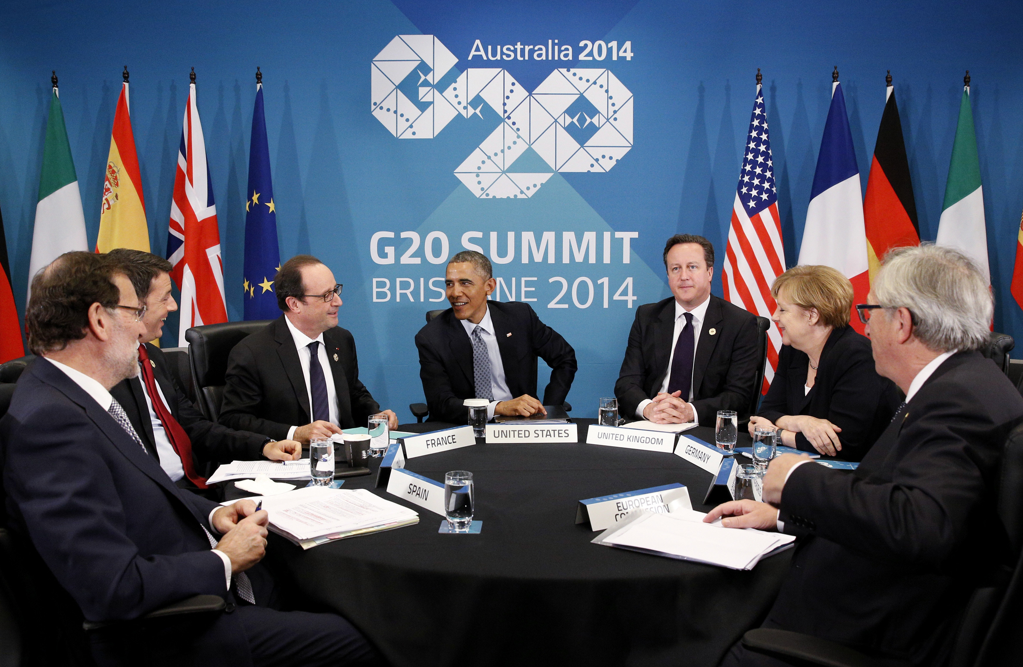 U.S. President Barack Obama meets with European leaders to discuss the situation in Ukraine, at the G20 in Brisbane November 16, 2014. Pictured are: (L-R) Spanish Prime Minister Mariano Rajoy, Italian Prime Minister Matteo Renzi, French President Francois Hollande, Obama, British Prime Minister David Cameron, German Chancellor Angela Merkel and European Commission President Jean-Claude Juncker. REUTERS/Kevin Lamarque  (AUSTRALIA - Tags: POLITICS BUSINESS) - GM1EABG107101