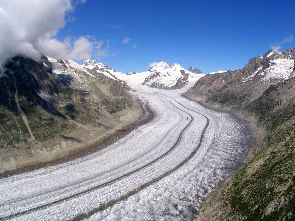 Partie médiane du glacier avec au fond, la Konkordiaplatz.