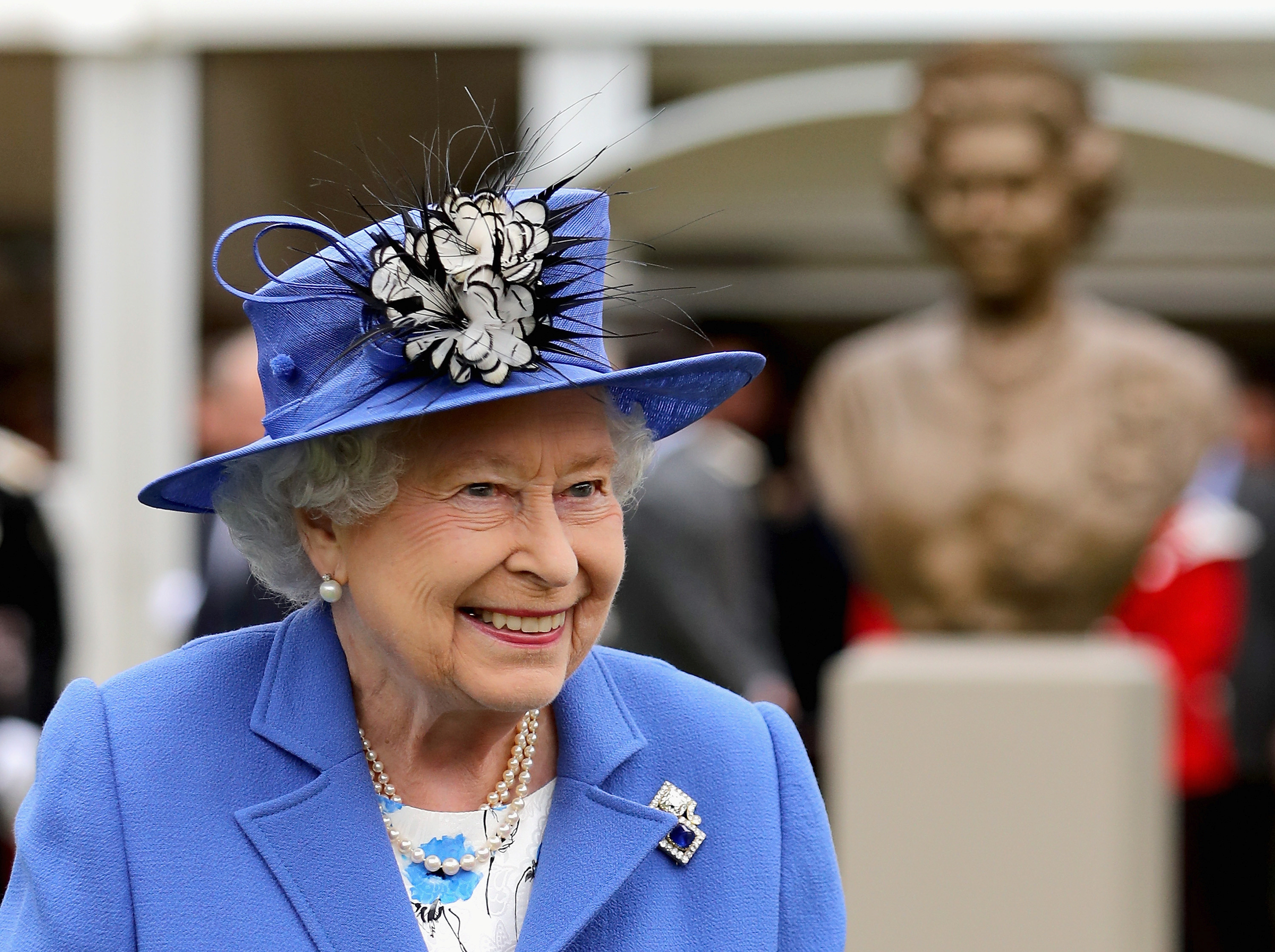 Queen Elizabeth II smiles as she walks past a bronze bust of herself during a visit to the Honourable Artillery Company June 1, 2016 in London, Britain. REUTERS/Chris Jackson/Pool - RTX2F7JZ