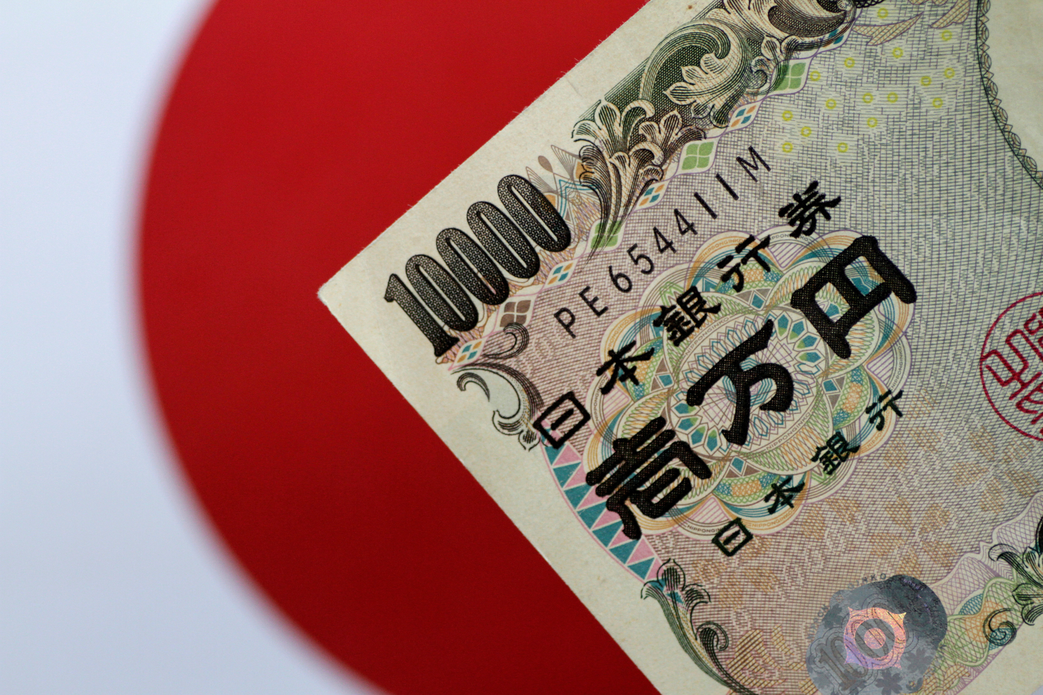 A Japan Yen note is seen in this illustration photo taken June 1, 2017. REUTERS/Thomas White/Illustration - RC164A33CC50