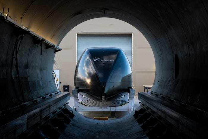 バージンハイパーループテクノロジー最先端の高速新技術スピードポッドトリップジャーニートランジットトランスポートトレイントラム未来