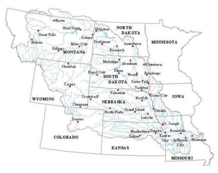 Map of the Missouri River basin showing its network of tributaries.  Missouri River Water Trail, CC BY-ND