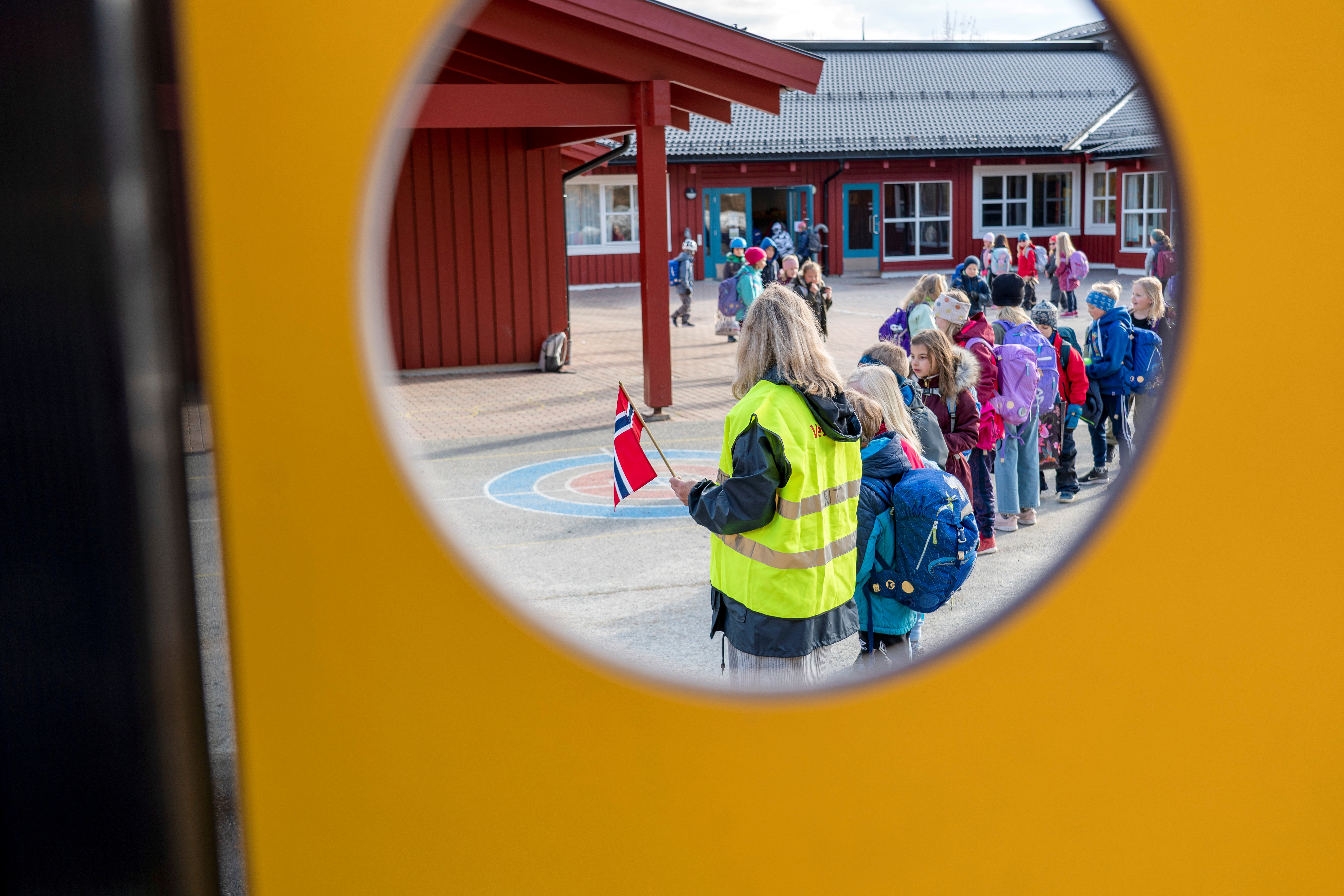 Children stay in line at Vikasen school, as it reopens after few weeks, due to the coronavirus disease (COVID-19) outbreak, in Trondheim, Norway April 27, 2020. NTB Scanpix/Gorm Kallestad via REUTERS ATTENTION EDITORS - THIS IMAGE WAS PROVIDED BY A THIRD PARTY. NORWAY OUT. NO COMMERCIAL OR EDITORIAL SALES IN NORWAY. - RC2XCG90F6GI