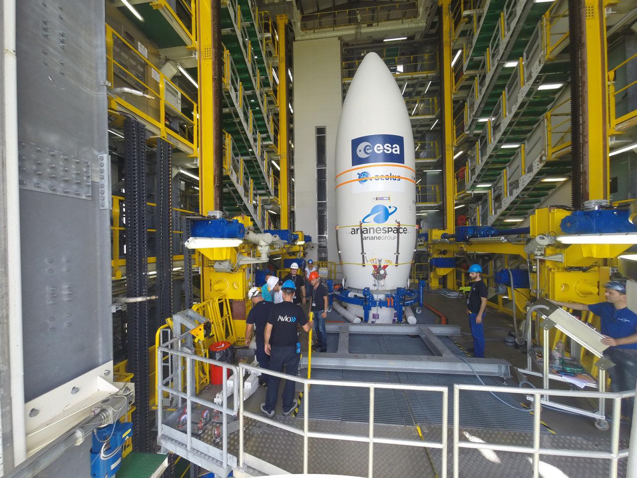 Le satellite Aeolus à bord d'une fusée Vega.