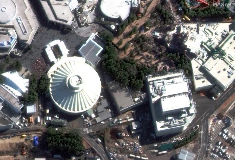 SEBELUM: Perjalanan Space Mountain di Tokyo Disneyland, dekat Tokyo, Jepang 1 Februari 2020. Citra satelit 2020 Maxar Technologies / Handout via REUTERS