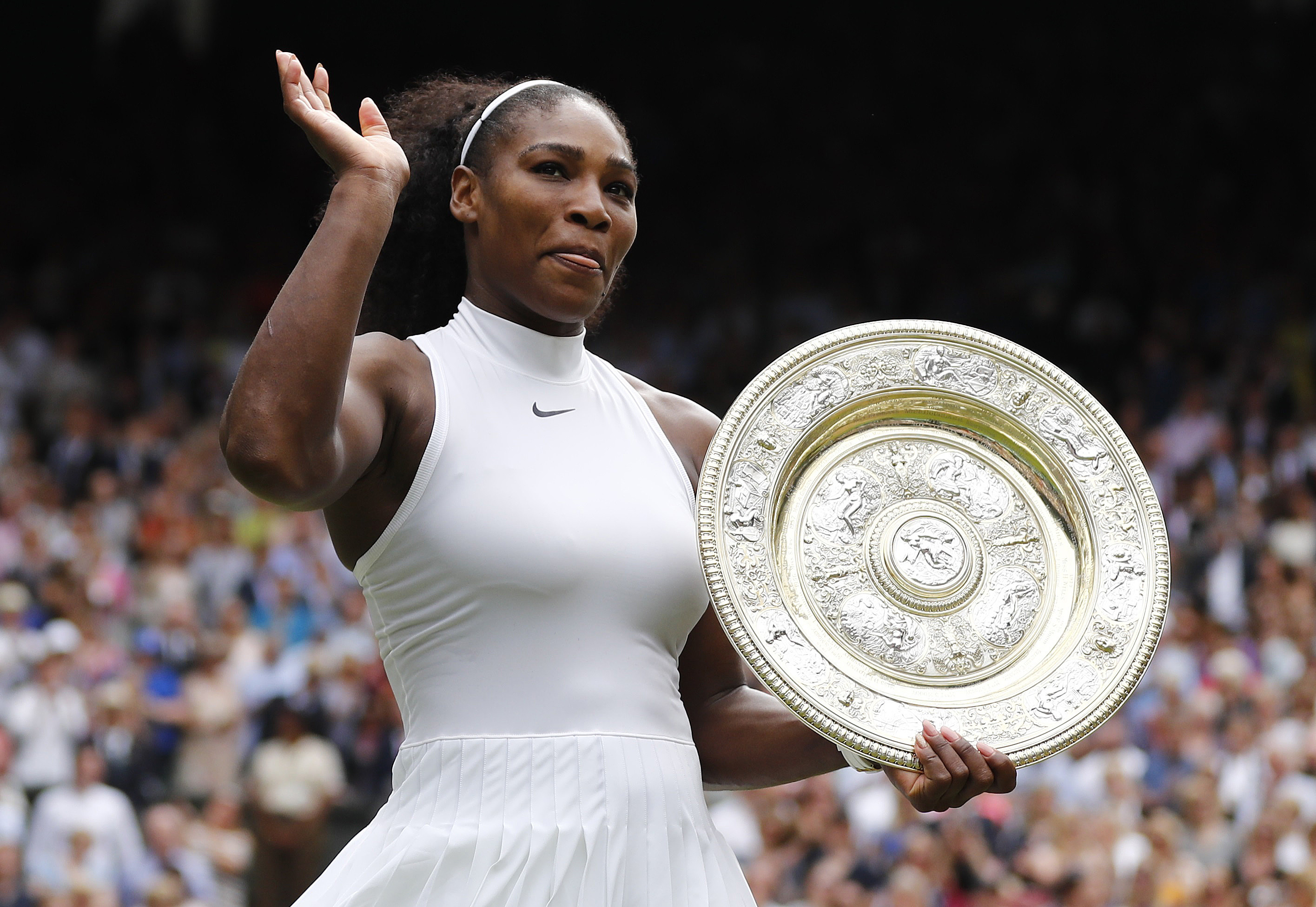 Britain Tennis - Wimbledon - All England Lawn Tennis & Croquet Club, Wimbledon, England - 9/7/16 USA's Serena Williams celebrates winning her womens singles final match against Germany's Angelique Kerber with the trophy REUTERS/Stefan Wermuth - RTSH2WO
