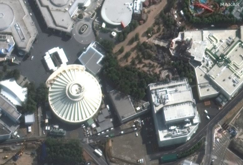 SETELAH: Perjalanan Space Mountain di Tokyo Disneyland, dekat Tokyo, Jepang 1 Maret 2020. Citra satelit 2020 Maxar Technologies / Handout via REUTERS