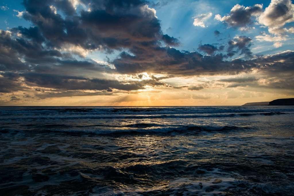 Vaporiser de l'eau de mer pour augmenter la densité des nuages et faire baisser les températures ? Une efficacité encore incertaine.