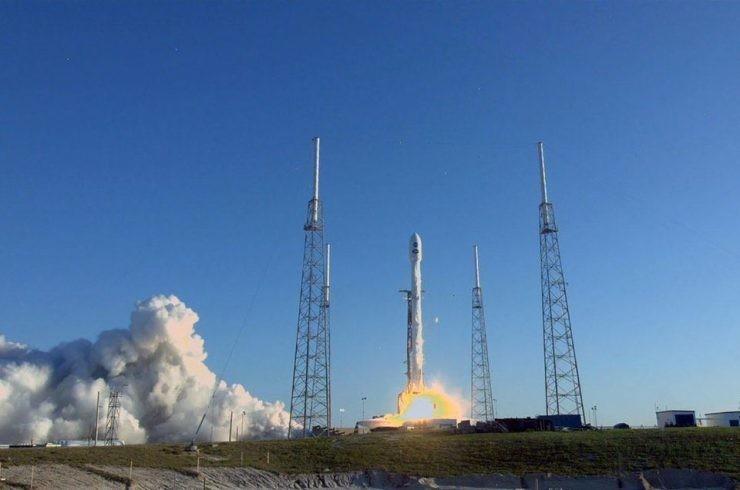Le TESS a été lancé avec succès sur un SpaceX Falcon 9 le 18 avril 2018. L'engin cherchera de nouveaux mondes à l'extérieur de notre système solaire en vue d'une étude plus approfondie.