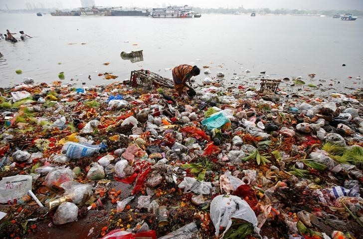 90% of plastic polluting our oceans comes from just 10 rivers | World  Economic Forum