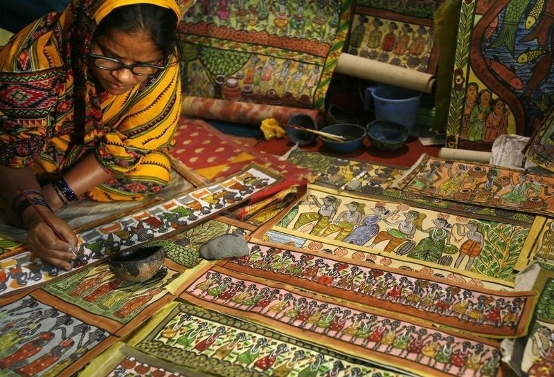 An artisan paints folk art at a handicraft fair in the eastern Indian city of Kolkata February 28, 2008.