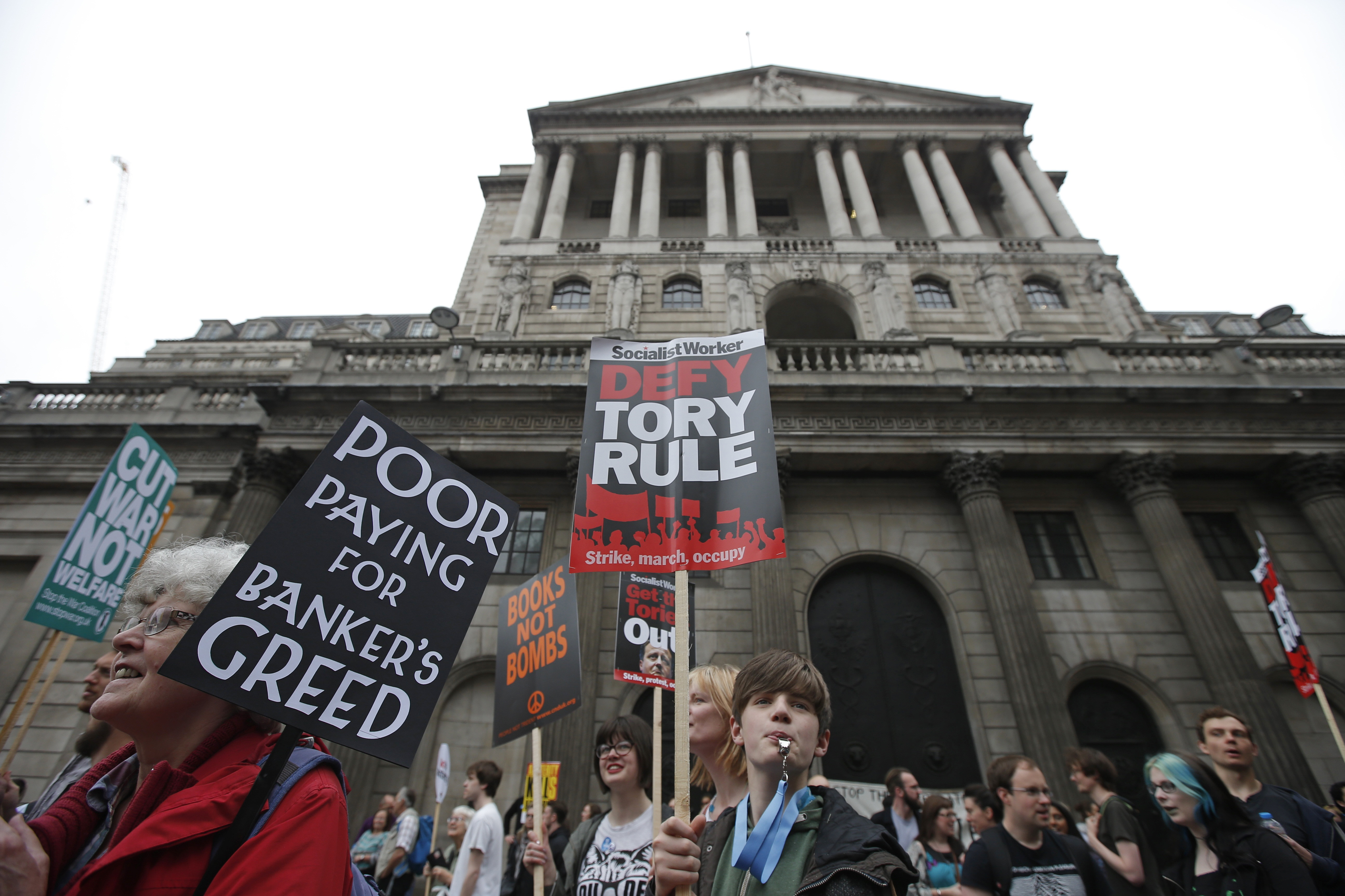 Demonstrators march past the Bank of England during an anti-austerity protest in central London, Britain June 20, 2015.  REUTERS/Peter Nicholls  - RTX1HD3S