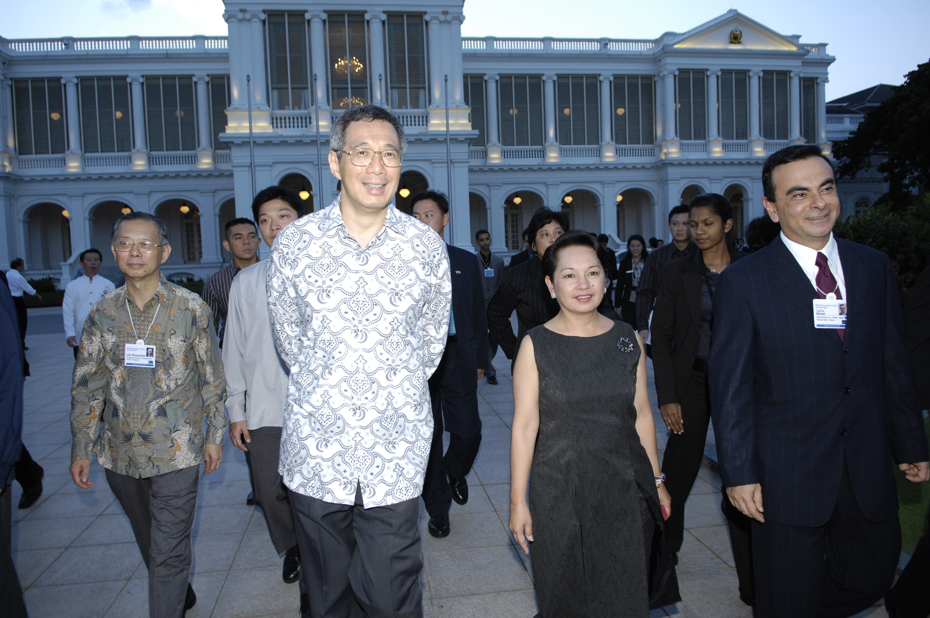Lee Hsien-Loong, Prime Minister of Singapore, Gloria Macapagal Arroyo, President of the Philippines and Carlos Ghosn, President and Chief Executive Officer, Renault, walking together to the Welcome Reception at the Istana