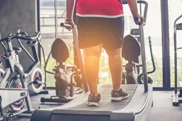 Les hommes en surpoids qui faisaient de l'exercice avant le petit-déjeuner brûlaient le double de la quantité de graisse que le groupe qui faisait de l'exercice après le déjeuner.