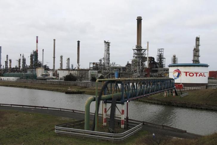 General view of the French oil giant Total refinery in Mardyck near Dunkerque on January 28, 2010. The 137,000 barrels-per-day Dunkirk plant has been shut for an unspecified duration since September 15, 2009 due to poor demand and margins. An extraordinary meeting with the central workers' body will be held on February 1 to discuss the refinery's future, union officials have said. The banners reads