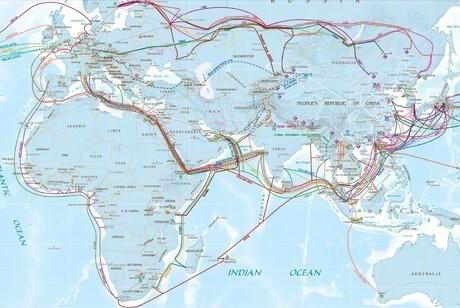 La carte des câbles terrestres et sous-marins de China Telecom illustre la politique économique de Pékin, qui veut écouler plus de marchandises et de services en Europe et en Afrique.